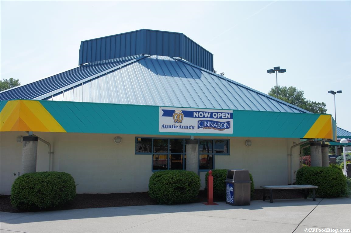 140628 Cedar Point Cinnabon Exterior