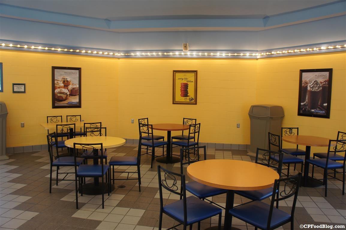 140628 Cedar Point Cinnabon Interior