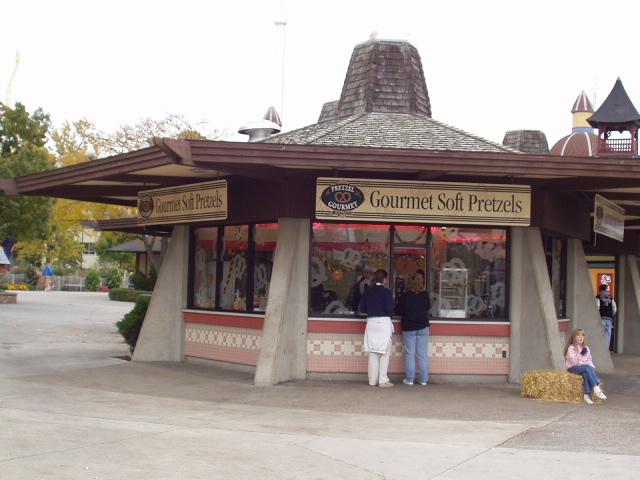 2002 Cedar Point Gourmet Soft Pretzels Midway Stand ©Andrew Hyde (@OnlineHyde)
