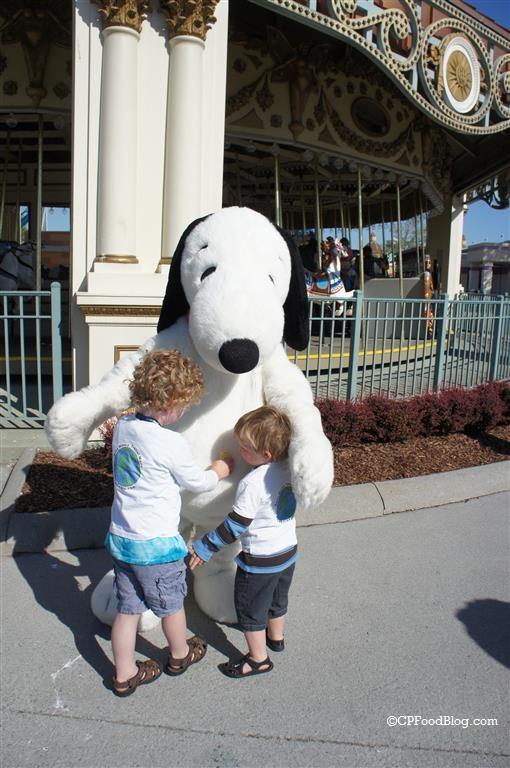 150524 Cedar Point Snoopy Hug