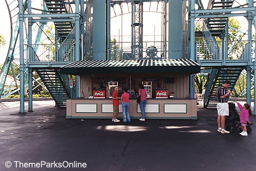 Kings Island Eiffel Tower Drink Stand ©WorldsofFun.org