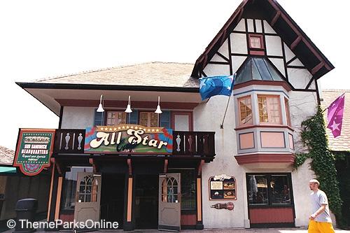 Kings Island International Street All Star Cafe ©WorldsofFun.org (1)