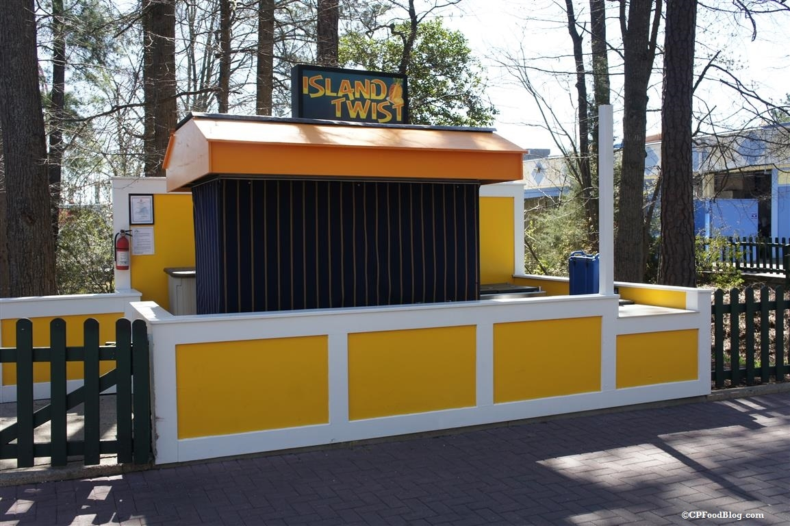 160330 Kings Dominion Island Twist Stand (1)