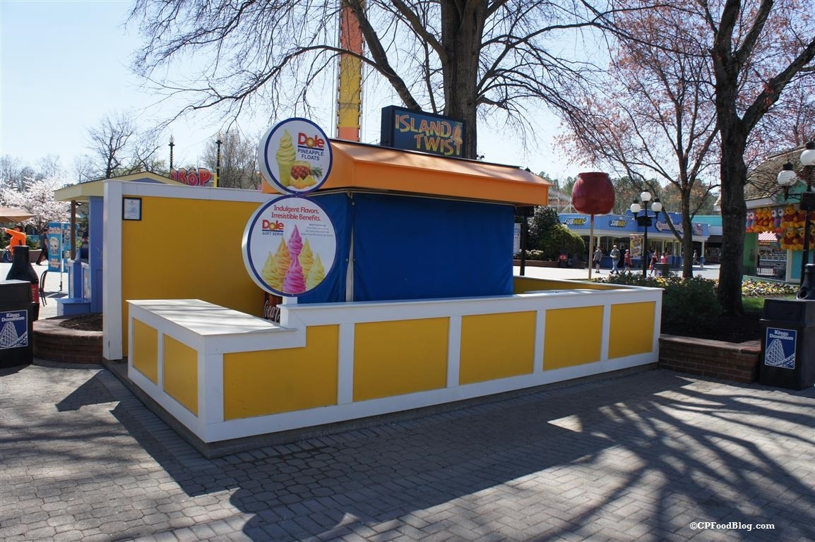 160330 Kings Dominion Island Twist Stand (2)