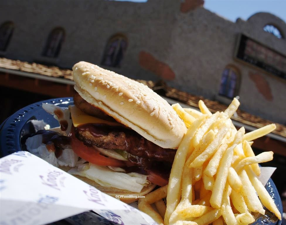 160419 Knott's Berry Farm Western BBQ Bacon Burger (1)
