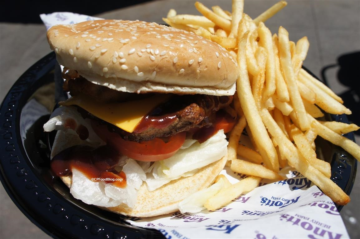 160419 Knott's Berry Farm Western BBQ Bacon Burger (2)