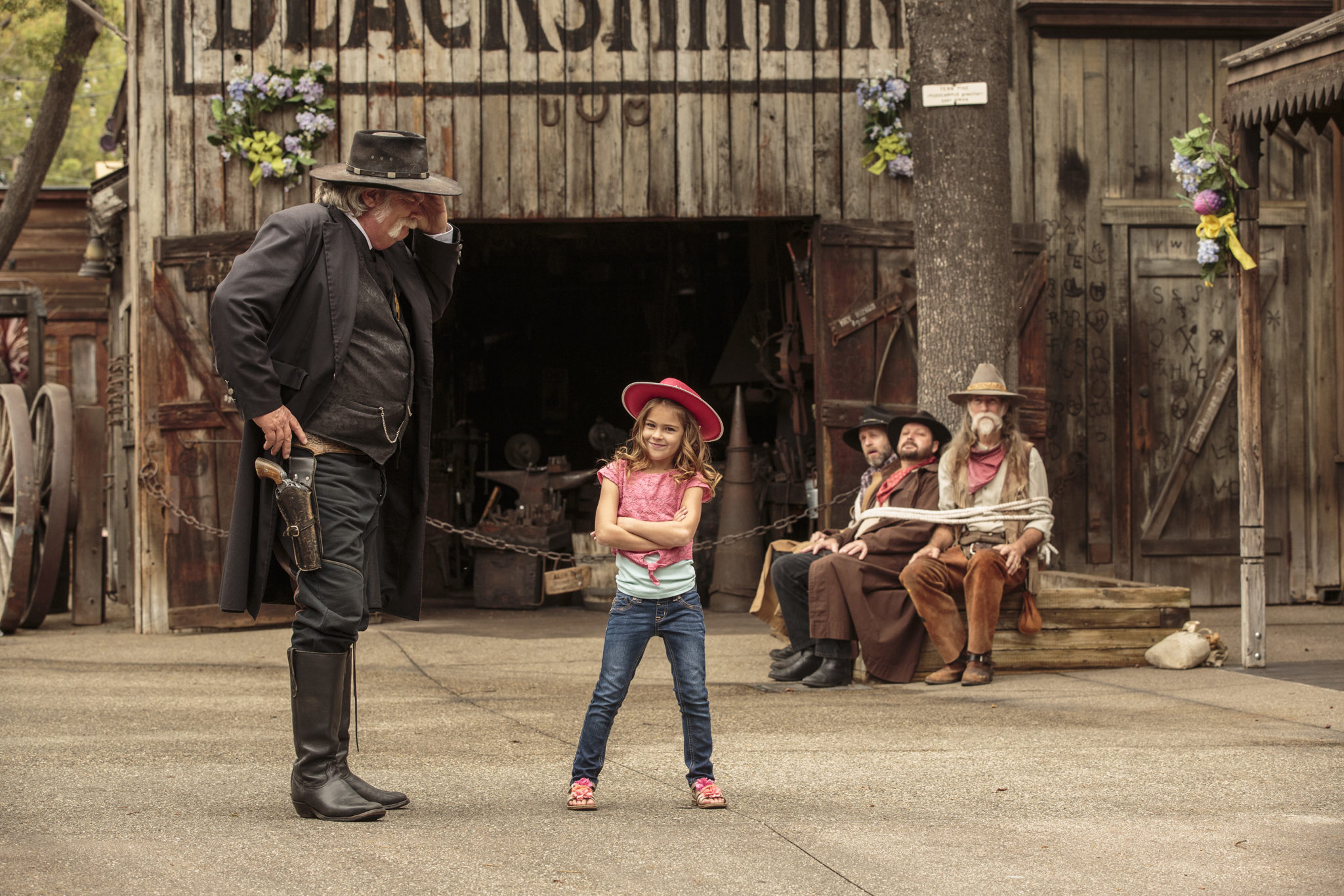 2017 Knott's Berry Farm Ghost Town Sheriff and Girl with bandits tied up