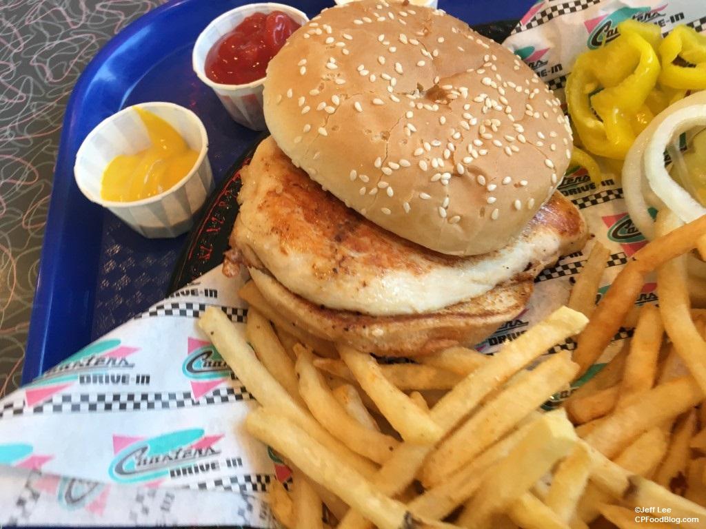 170512 Knott's Berry Farm Coaster's Drive-In Grilled Chicken Sandwich ©Jeff Lee (4)