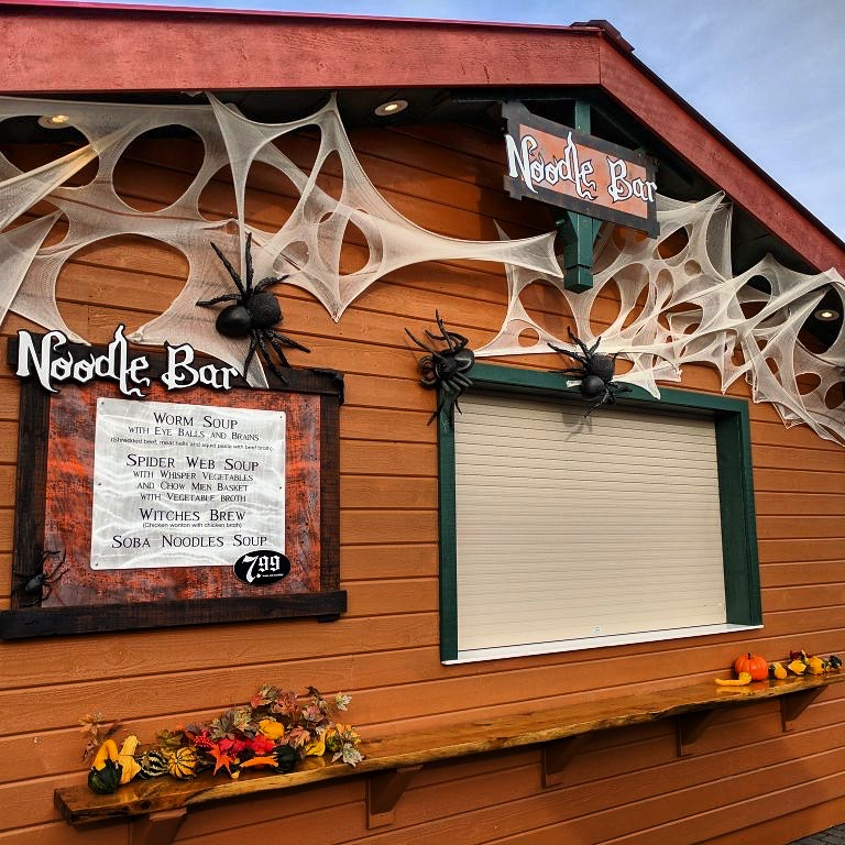 171021 Canada's Wonderland Haunt Noodle Bar ©Coaster Circuits